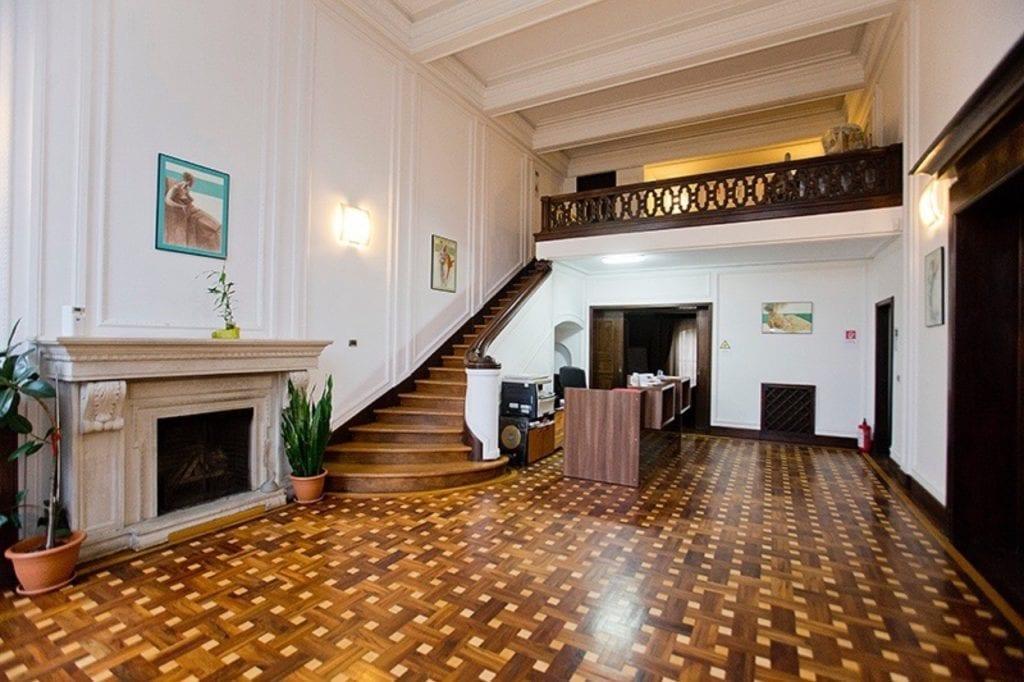 edit img 7563 copy 1024x682 - La ce preț se vând cele mai impresionante palate ale României?