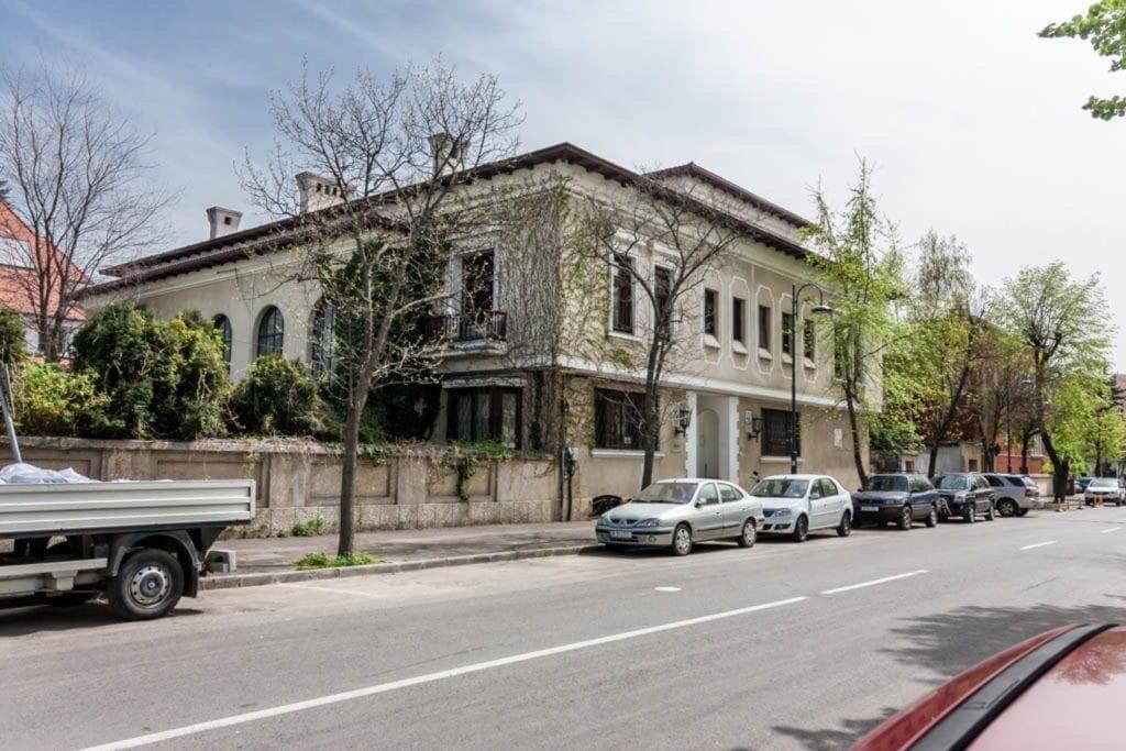 mg 7068 copy 1024x683 - La ce preț se vând cele mai impresionante palate ale României?